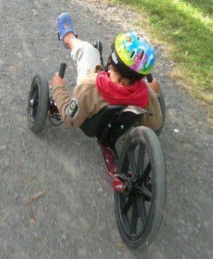 Jon en el triciclo. Foto de El Correo