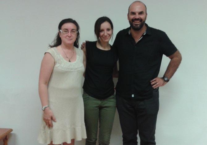 Almudena Serrano, en el centro, junto a la secretaria de AEFAT, Mariví Vázq